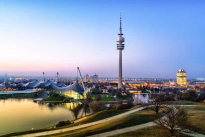 Vom 60 Meter hohen Olympiaberg, einem ehemaligen Trümmerberg, hat man einen tollen Blick über die Stadt