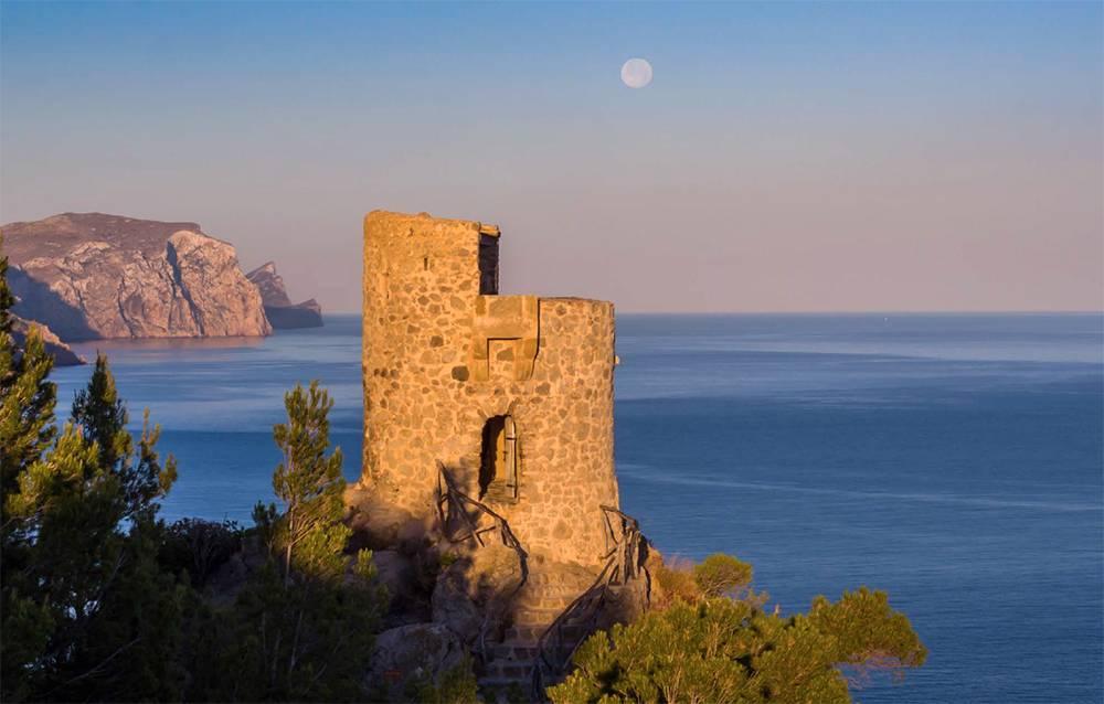Morgenstimmung am Torre des Verger an den Klippen der Westküste bei Banyalbufar