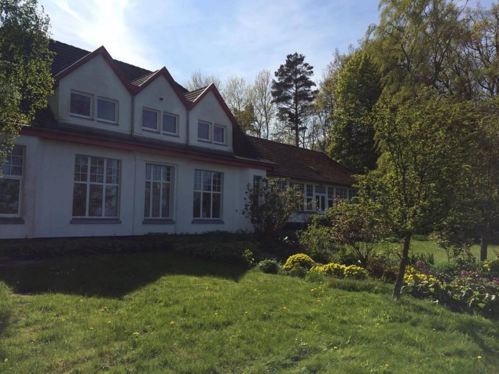 Gran museo con un jardín aún más hermoso detrás de la casa: el estudio Rösler-Kröhnke
