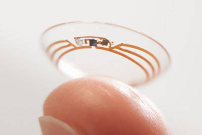 Eine Kontaktlinse als nicht sichtbare, tragbare Technologie wird für den Urlauber zum (Reise-)Guide