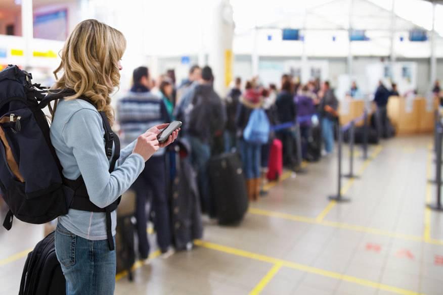 Künftig dürfen Passagiere, die in die USA fliegen, kein unaufgeladenes Handy oder andere Geräte mehr mit an Bord nehmen