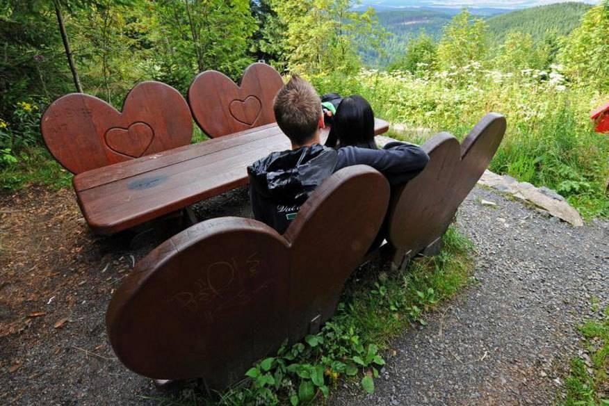 Für verliebte Wanderer: Der Liebesbankweg im Oberharz ist sieben Kilometer lang. Er führt rund um den 726 Meter hohen Bocksberg