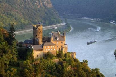 Auf dem Rheinsteig gibt es viele Burgen zu bestaunen. Im Bild: Die Burg Katz