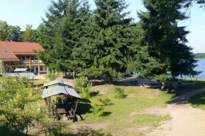 Die Jugendherberge Wandlitz liegt in idyllischer Natur, direkt am Seeufer