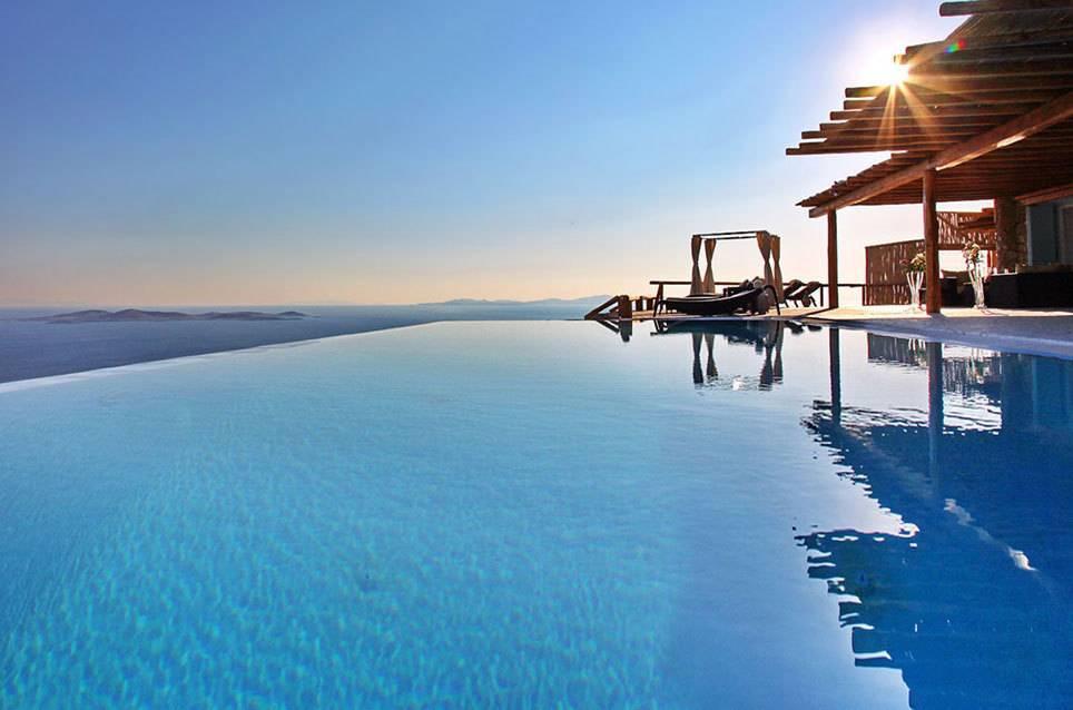 zum mieten 10 ferienh user mit infinity pool weltweit travelbook. Black Bedroom Furniture Sets. Home Design Ideas