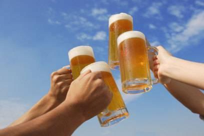 Prost! Die Belgier trinken fast vier Gläser alkoholische Getränke an jedem Urlaubstag. Pro Kopf versteht sich