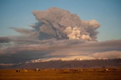 Durch die riesige Aschewolke des isländischen Vulkans Eyjafjallajökull war 2010 der Flugverkehr über Europa einen Monat lang lahmgelegt