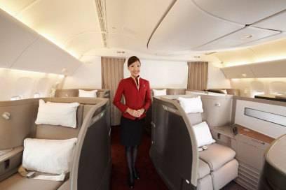 Großzügig, mit vieeeel Platz für jeden Passagier: Der First-Class-Bereich bei Cathay Pacific