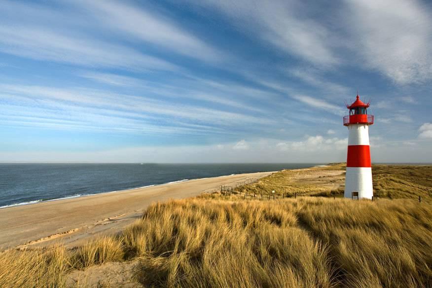Weniger Touristen, weniger Kosten: An Nord- und Ostsee reist man im Frühherbst wesentlich günstiger. Und oft spielt das Wetter mit und beschert den Urlaubern sommerliche Temperaturen