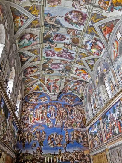Die Fresken des Malers Michelangelo in der Sixtinischen Kapelle sind unglaublich beeindruckend. Ganz oben im Bild: Die Erschaffung des Adams