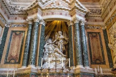 """Die """"Verzückung der heiligen Teresa"""" in der Kirche Santa Maria della Vittoria. Öffnungszeiten: Täglich 7 bis 12 Uhr und 15:30 bis 19 Uhr."""
