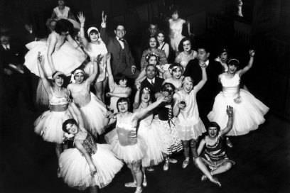 Das Ensemble des Moulin Rouge um 1930