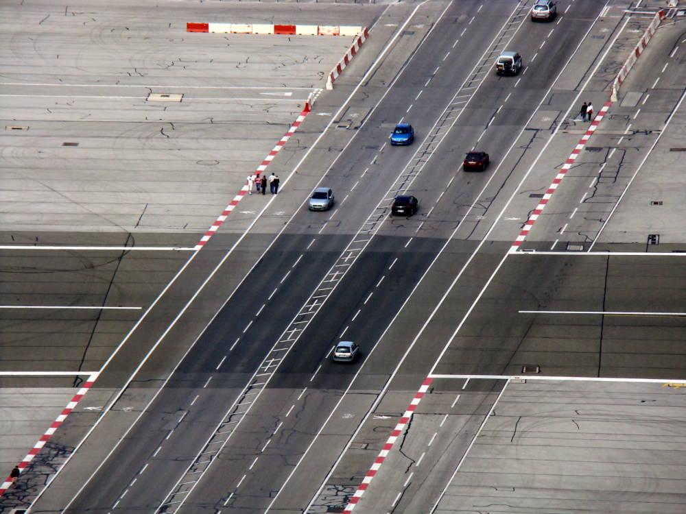 Flughafen von Gibraltar, Landebahn
