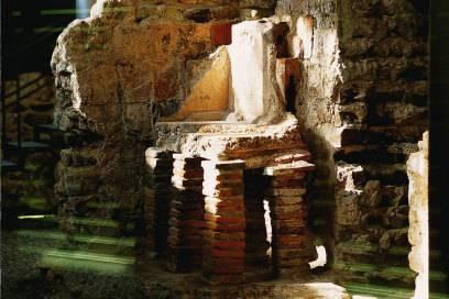 Die gut erhaltenen römischen Badruinen liegen zwischen Friedrichsbad und der Caracalla-Therme