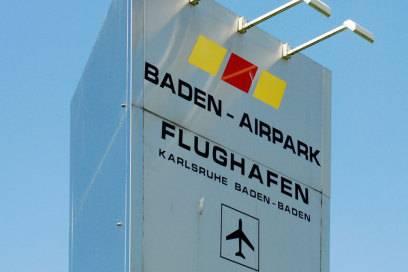 Der Flughafen Karlsruhe/Baden-Baden ist vor allem bei Schnäppchenjägern beliebt. Von hier aus fliegt u. a. Ryanair mehrere europäische Ziele an