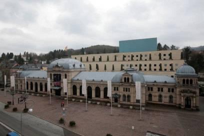 """Das Festspielhaus gehört mit seinen 2500 Sitzplätzen zu den """"größten Spielstätten der klassischen Musik in Europa"""", wie stolz auf der Website vermerkt wird"""