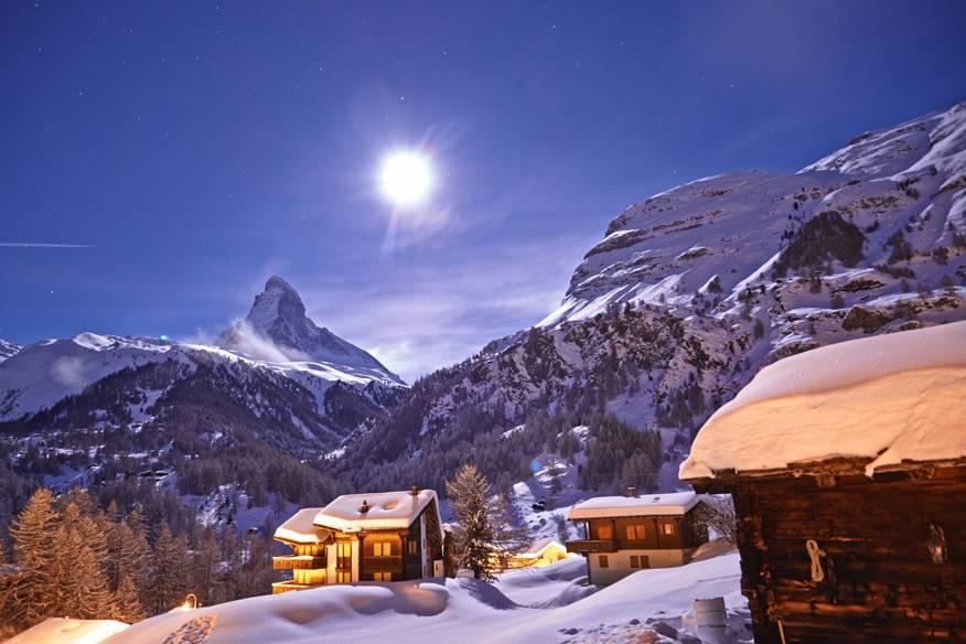 Zermatt und Matterhorn in der Schweiz bei Vollmond