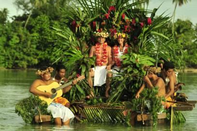 Bootsfahrten vor den Inseln Tahitis kann auch so aussehen