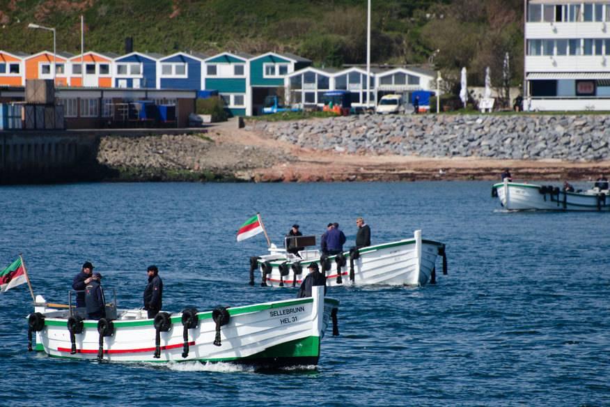 Gehören zu Helgoland wie die Robben und Seehunde: die Börte-Boote, die die Gäste an Land holen
