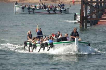 Etwa 50 Passagiere passen an Bord der Börte-Boote