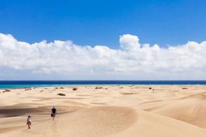 Die Dünen von Maspalomas prägen den Küstenstreifen ebenso wie die weißen Sandstrände
