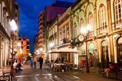 Calle Triana in Las Palmas: Tagsüber wird geshoppt, abends gechillt