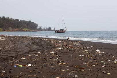 """SO kann ein """"naturbelassener Strand"""" auch aussehen"""