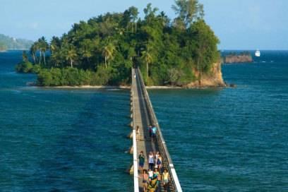 Über allen Wassern: Die Brücke nach Samaná führt spektakulär über das türkise Meer