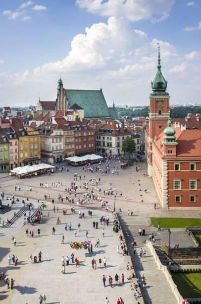 Nur 77 Euro kostet in Warschau im Durchschnitt ein Hotelzimmer. Weil im Mai durchschnittlich 9,3 Stunden pro Tag die Sonne scheint, landet Warschau im Ranking auf Platz 8.