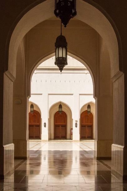 Jede größere Siedlung hat ihre Moschee. Die größten und schönsten stehen aber in den Ballungszentren wie hier die Sultan-Qaboos-Moschee in Salalah