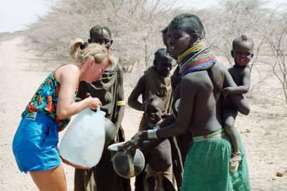 In , 1992: Kultur und Menschen hautnah kennenlernen, war das Ziel der Holtorfs auf ihrer Weltreise