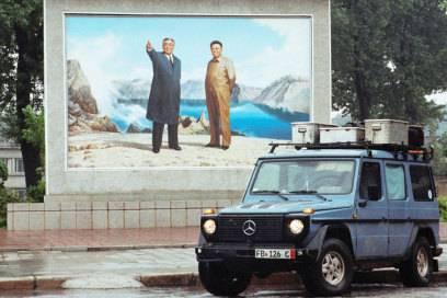 Nach dem Tod seiner Frau wurde Gunther oft von ihrem Sohn begleitet, wie hier nach Nordkorea