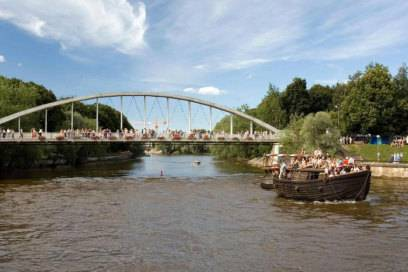 Bei den Studenten von Tartu gilt es als Mutprobe über die geschwungene Bogenbrücke zu klettern