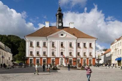 Das Rathaus von Tartu stammt aus dem 18. Jahrhundert und zählt zu den sehenswertesten Gebäuden der Stadt