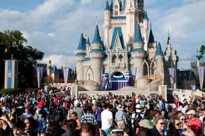 Um das Cinderella Castle herum ist der Magic Kingdom Park in Florida aufgebaut