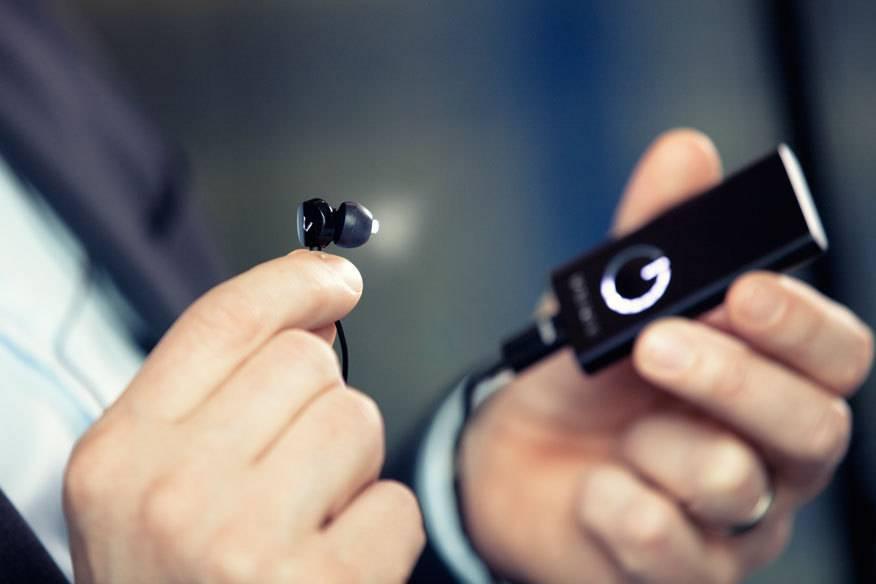 Sieht aus wie ein cooler MP3-Player, doch aus den Stöpseln kommt UV-freies, blau angereichertes Licht