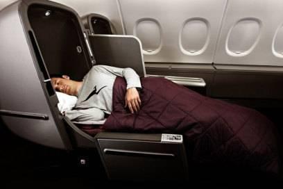Abgeschirmt vom Nachbarn verbringen Qantas-Fluggäste die Nacht in bequemen Betten