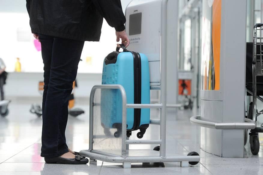 Am besten checkt man schon zu Hause, ob das Handgepäck den Vorgaben der jeweiligen Airline entspricht – ansonsten drohen nicht unerhebliche Mehrkosten