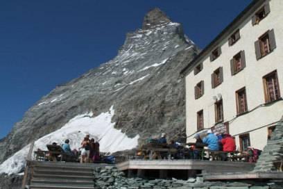 Von der Hörnli-Hütte scheint der Gipfel des Matterhorns schon zum Greifen nah