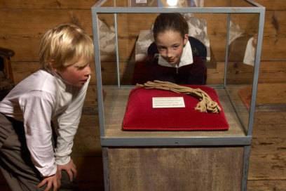 Ein Teil des abgerissenen Seils liegt heute im Matterhorn Museum – das andere immer noch am Berg. Darum dürfte wohl nie geklärt werden, was an jeden Schicksalstag im Jahr 1865 wirklich am Matterhorn geschah