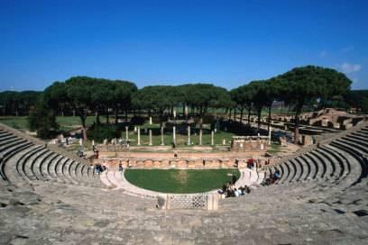 Auch ein gut erhaltenes Amphitheater steht in Ostia Antica
