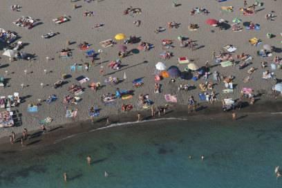 Der Strand von Ostia. Wer es leerer mag, nimmt den Bus und fährt in Richtung Süden die Küste entlang
