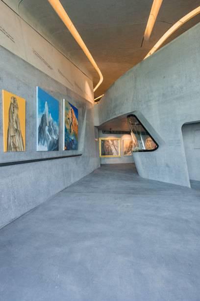 Blick in die Ausstellung: nicht immer waren die Exponate so gut zu positionieren wie hier