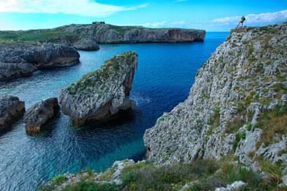 An der Küste Asturiens, mit Llanes im Hintergrund
