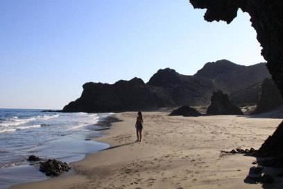 Der Küstenweg im Naturpark Cabo de Gata führt die Wanderer durch bizarre Mondlandschaften