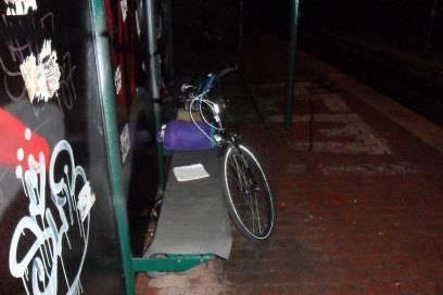 Nicht grade gemütlich: Übernachtung in der Tram-Haltestelle