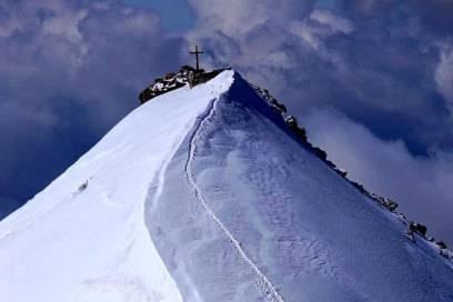 Die andere Seite: Blick vom Monte Cevedale auf die Zufallspitze mit dem verbindenden Grat
