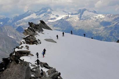 Nah am Abgrund: Am Gipfel des Schwarzenstein wird das Gelände noch einmal etwas ausgesetzter