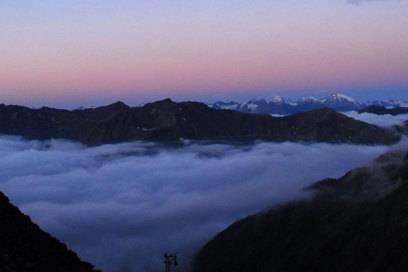 Aufbruch am Morgen an der Similaunhütte: Bei Hochtouren sollten Bergsteiger früh aufbrechen und zurück sein, bevor der Schnee von der Sonne weich wird