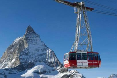 Anfahrt per Gondel: Auf dem Weg zum Ausgangspunkt für die Breithorn-Tour kann man von der Gondel aus das Matterhorn bestaunen